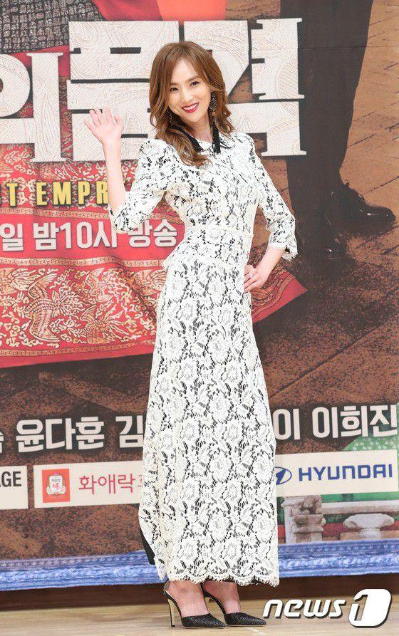 """Họp báo ra mắt phim """"The Last Empress"""": Jang Nara đẹp bất chấp 22"""