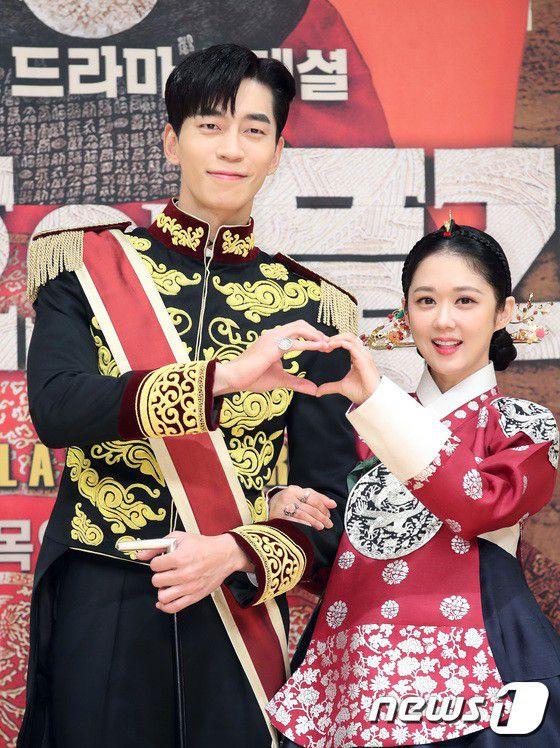 """Họp báo ra mắt phim """"The Last Empress"""": Jang Nara đẹp bất chấp 25"""