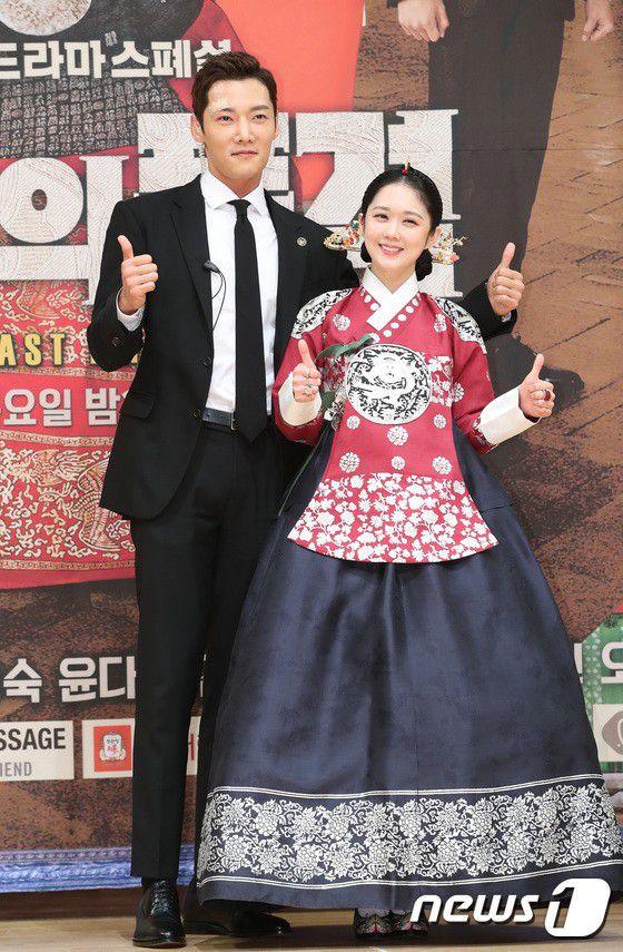"""Họp báo ra mắt phim """"The Last Empress"""": Jang Nara đẹp bất chấp 26"""