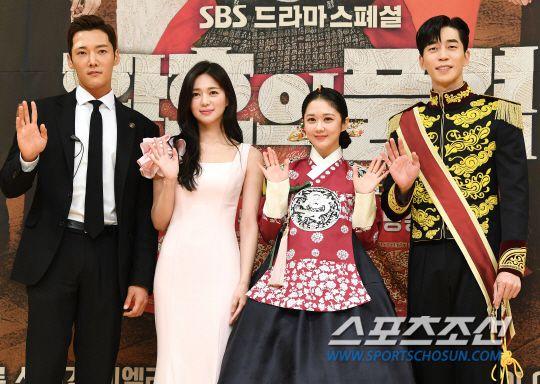 """Họp báo ra mắt phim """"The Last Empress"""": Jang Nara đẹp bất chấp 3"""
