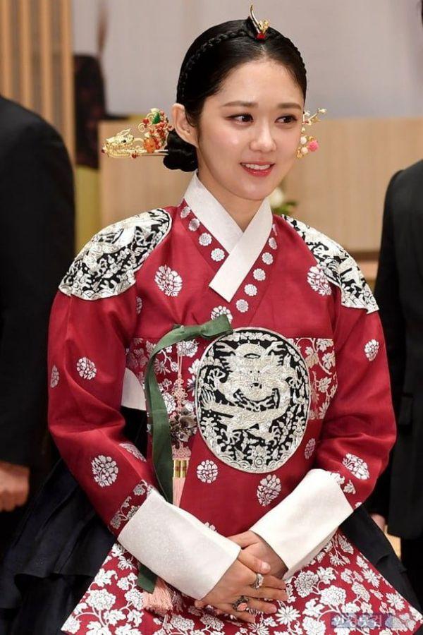"""Họp báo ra mắt phim """"The Last Empress"""": Jang Nara đẹp bất chấp 5"""