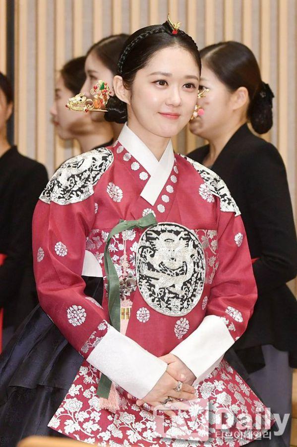 """Họp báo ra mắt phim """"The Last Empress"""": Jang Nara đẹp bất chấp 8"""