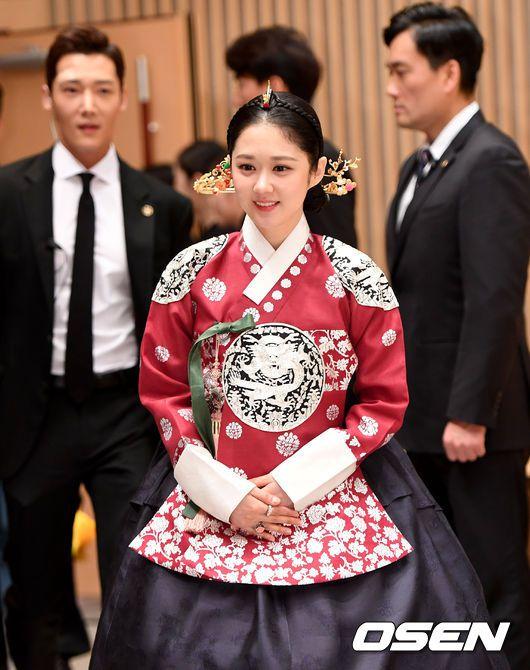 """Họp báo ra mắt phim """"The Last Empress"""": Jang Nara đẹp bất chấp 9"""