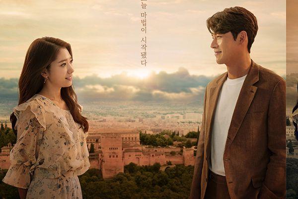 """""""Ký Ức Alhambra"""" của Hyun Bin và Park Shin Hye tung poster đầy ẩn ý 9"""