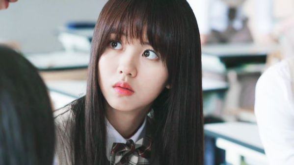 """""""Love Alarm"""" lộ những hình ảnh đầu tiên của Kim So Hyun và Song Kang 4"""