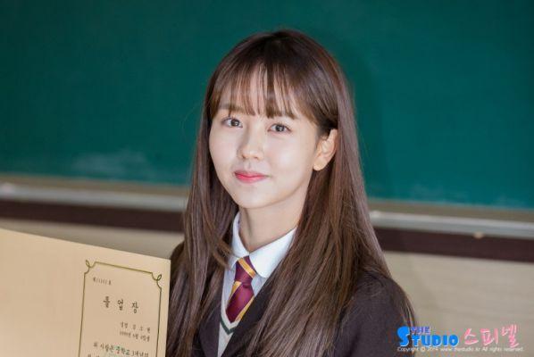 """""""Love Alarm"""" lộ những hình ảnh đầu tiên của Kim So Hyun và Song Kang 5"""