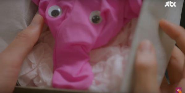 """Sau 2 tập, """"Cô Tiên Dọn Dẹp"""" hút nhất ở cảnh chiếc quần lót màu hồng 7"""