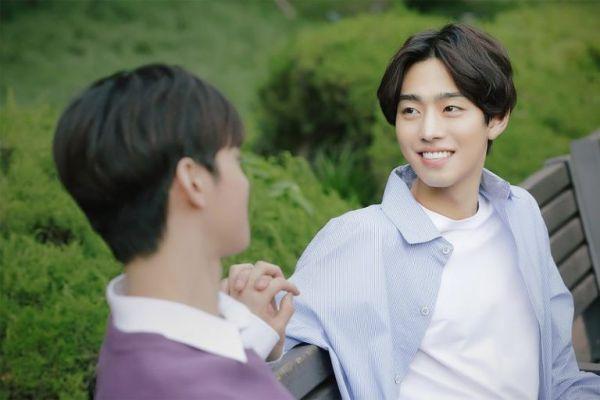 """""""Top Management"""" tung ảnh """"siêu ngọt"""" của Cha Eun Woo, Ahn Hyo Seop 4"""