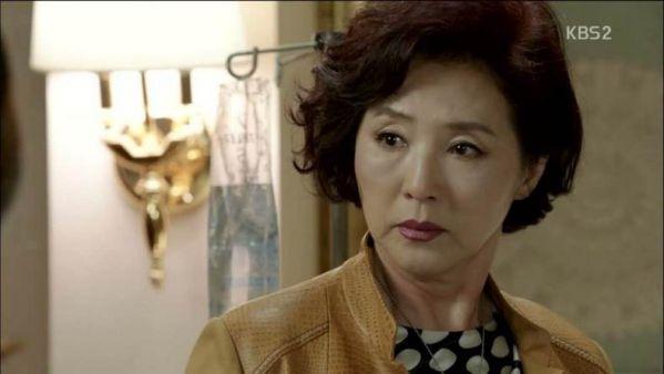 """Trong teaser của """"Boyfriend"""", kiểu tóc của Park Bo Gum giống bà thím quá! 5"""