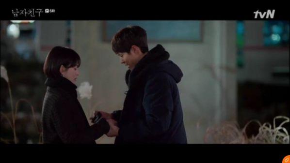 """""""Encounter"""" tập 6: Song Hye Kyo công khai yêu Bo Gum trước báo chí 1"""