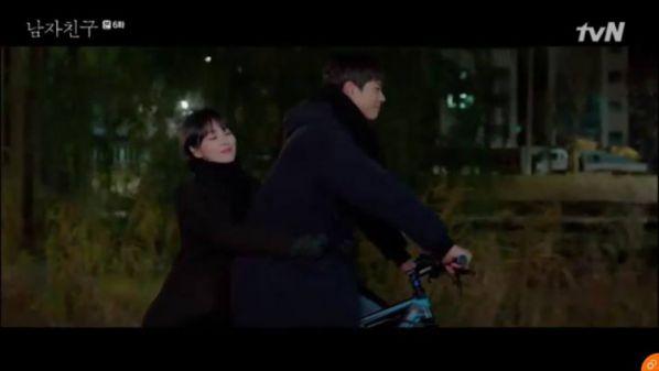 """""""Encounter"""" tập 6: Song Hye Kyo công khai yêu Bo Gum trước báo chí 2"""