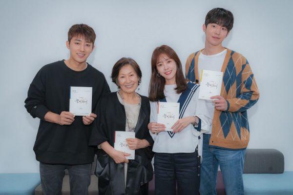 Hình ảnh buổi đọc kịch bản phim 'Dazzling' của Han Ji Min và Nam Joo Hyuk 1