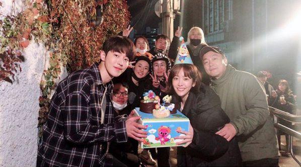 Hình ảnh buổi đọc kịch bản phim 'Dazzling' của Han Ji Min và Nam Joo Hyuk 6