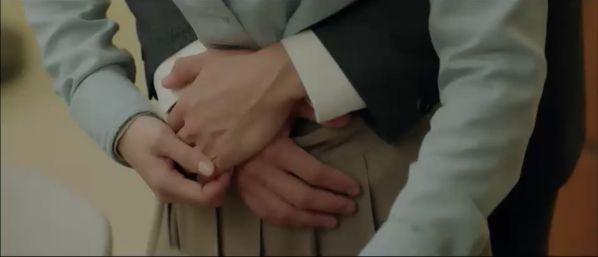"""Jin Hyuk bị chuyển công tác, nụ hôn chia xa đau lòng ở tập 8 của """"Encounter"""" 16"""