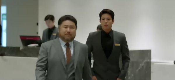 """Jin Hyuk bị chuyển công tác, nụ hôn chia xa đau lòng ở tập 8 của """"Encounter"""" 24"""