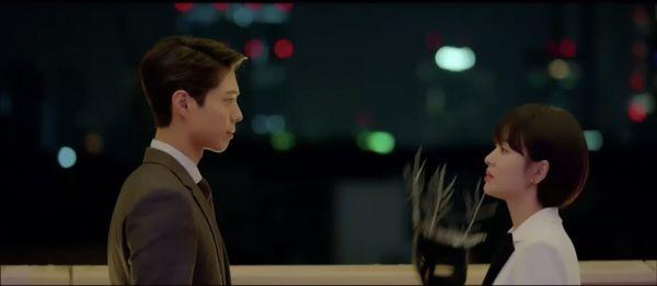 """Jin Hyuk bị chuyển công tác, nụ hôn chia xa đau lòng ở tập 8 của """"Encounter"""" 25"""
