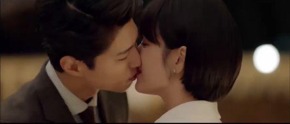 """Jin Hyuk bị chuyển công tác, nụ hôn chia xa đau lòng ở tập 8 của """"Encounter"""" 28"""