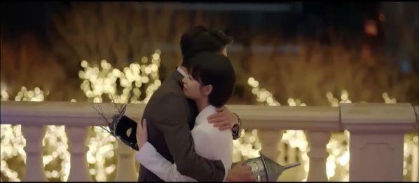 """Jin Hyuk bị chuyển công tác, nụ hôn chia xa đau lòng ở tập 8 của """"Encounter"""" 29"""