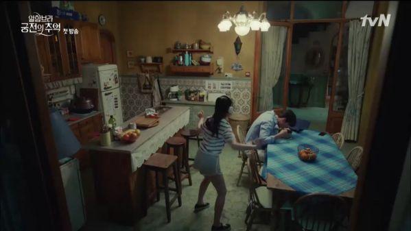"""""""Ký Ức Alhambra"""" tập 1: Hyun Bin bị Park Shin Hye cho ăn hành tơi tả 15"""