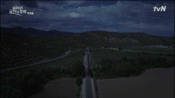 """""""Memories of the Alhambra"""" tập 1: Chanyeol gây sốt chỉ qua vài phút đầu 10"""