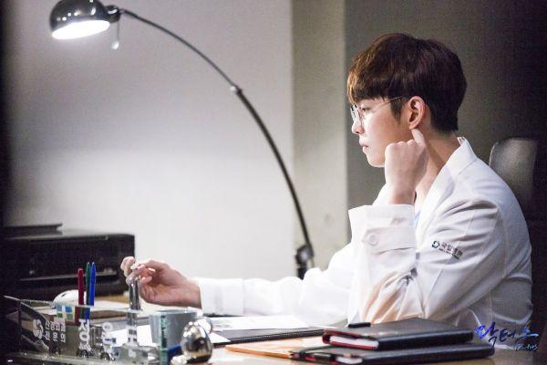 """Về """"Yoon Kyun Sang"""": Chàng nam chính đáng yêu của """"Cô Tiên Dọn Dẹp"""" 15"""