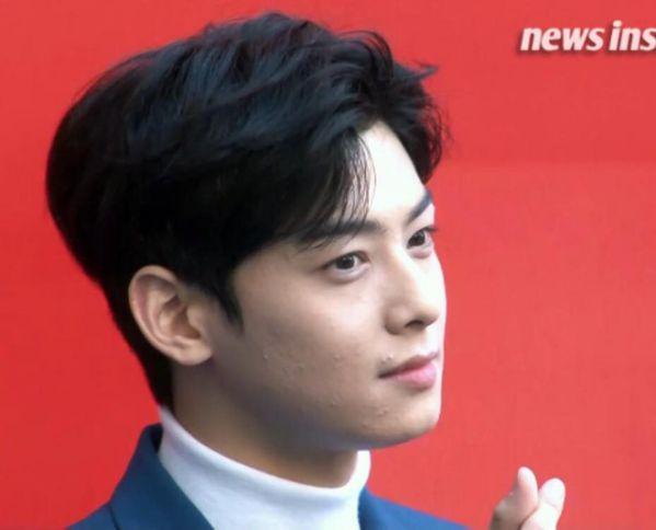 Cha Eun Woo khóc và xin lỗi trước Fan vì làn da không mịn màng 4