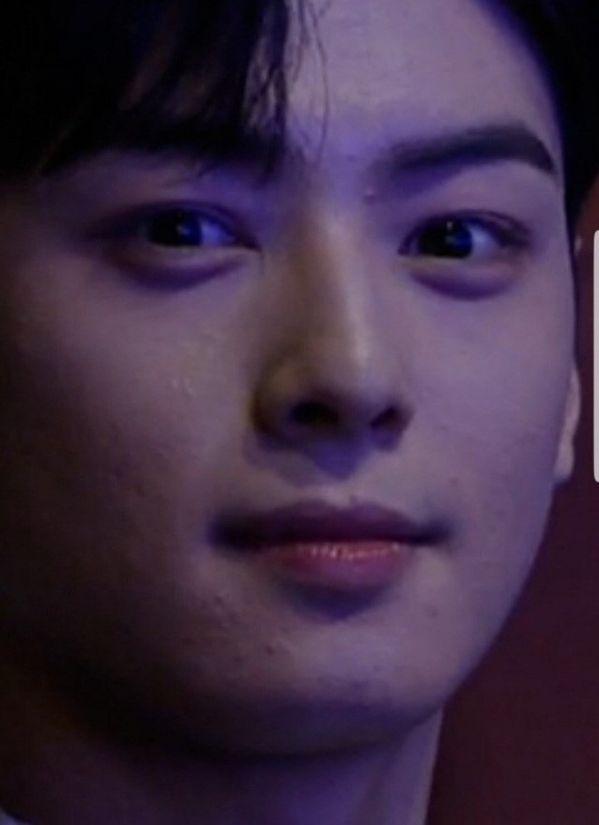 Cha Eun Woo khóc và xin lỗi trước Fan vì làn da không mịn màng 5