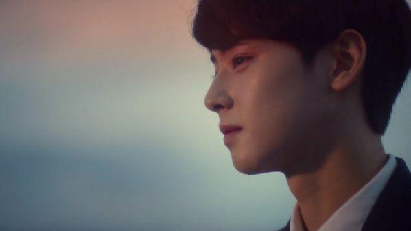 Cha Eun Woo khóc và xin lỗi trước Fan vì làn da không mịn màng 7