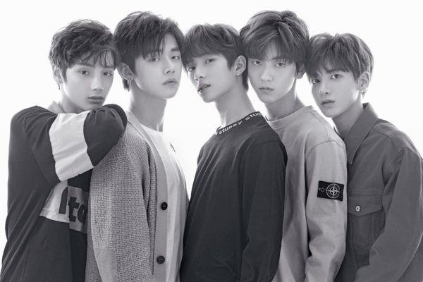 Đội hình đủ của nhóm nhạc TXT gồm 5 thành viên chính thức ra mắt 1