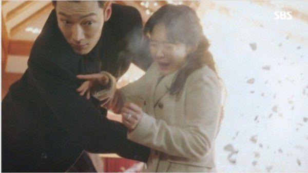 """""""Hoàng Hậu Cuối Cùng"""" tập 29, 30: Wang Shik cứu Sunny khỏi bị gài bom 11"""