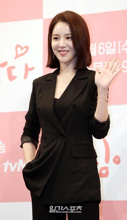 Họp báo ra mắt 'Touch Your Heart': Yoo In Na và Lee Dong Wook đẹp đôi quá! 10