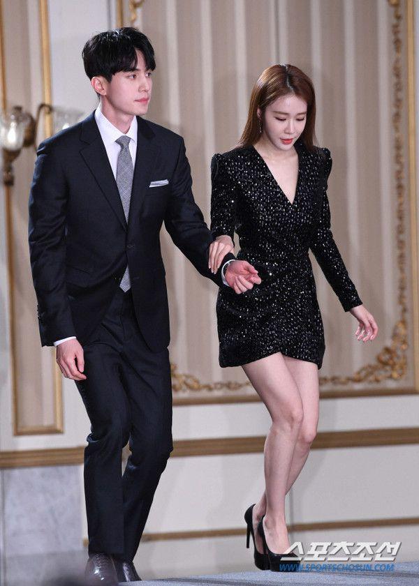 Họp báo ra mắt 'Touch Your Heart': Yoo In Na và Lee Dong Wook đẹp đôi quá! 12