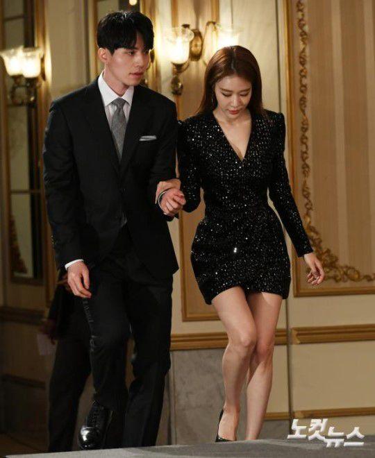 Họp báo ra mắt 'Touch Your Heart': Yoo In Na và Lee Dong Wook đẹp đôi quá! 13