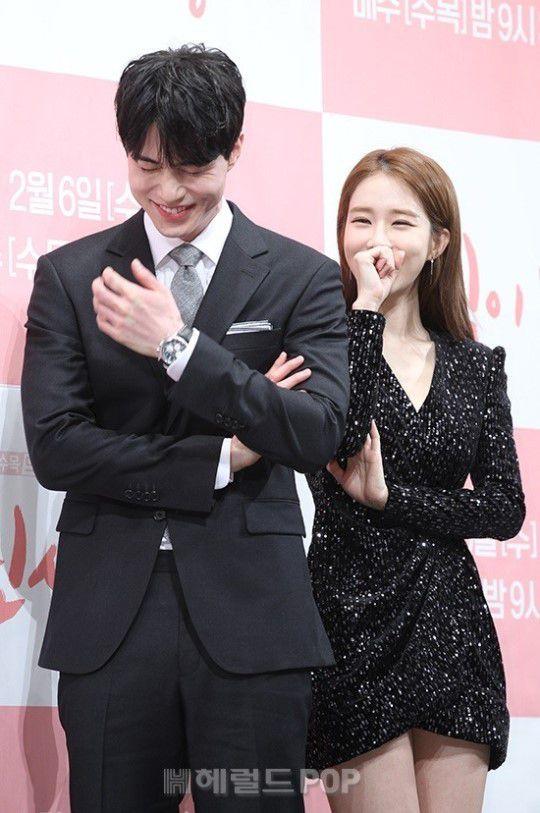 Họp báo ra mắt 'Touch Your Heart': Yoo In Na và Lee Dong Wook đẹp đôi quá! 15