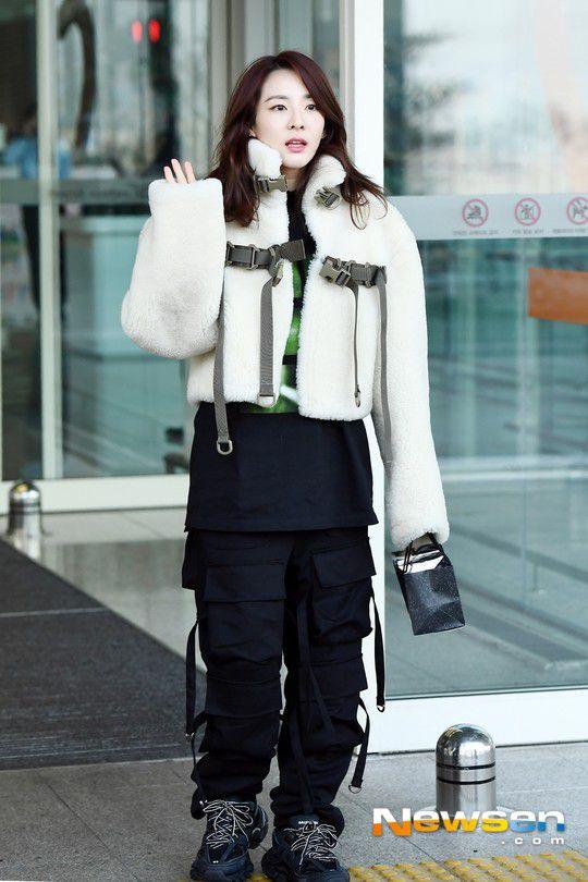 Sân bay Incheon ngày 11/1: Cuộc đổ bộ của Irene, Taeyeon, Dara và BTS 14