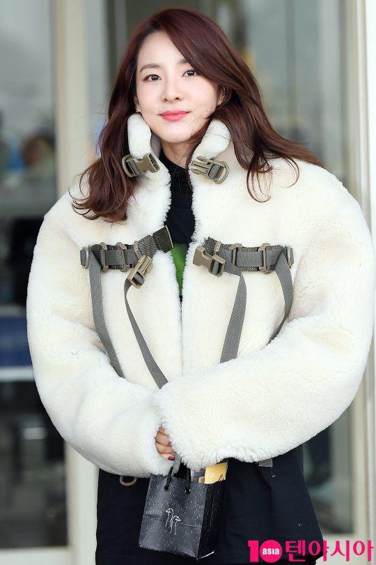 Sân bay Incheon ngày 11/1: Cuộc đổ bộ của Irene, Taeyeon, Dara và BTS 15