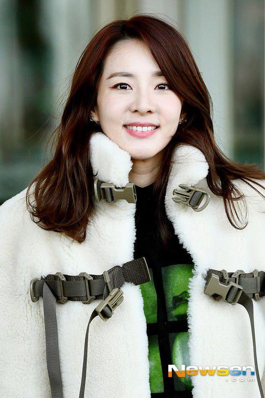 Sân bay Incheon ngày 11/1: Cuộc đổ bộ của Irene, Taeyeon, Dara và BTS 16