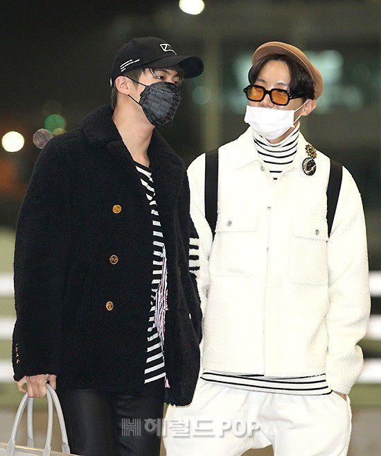 Sân bay Incheon ngày 11/1: Cuộc đổ bộ của Irene, Taeyeon, Dara và BTS 20