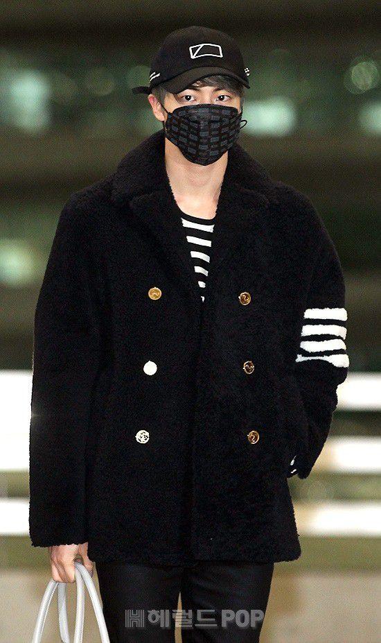 Sân bay Incheon ngày 11/1: Cuộc đổ bộ của Irene, Taeyeon, Dara và BTS 21