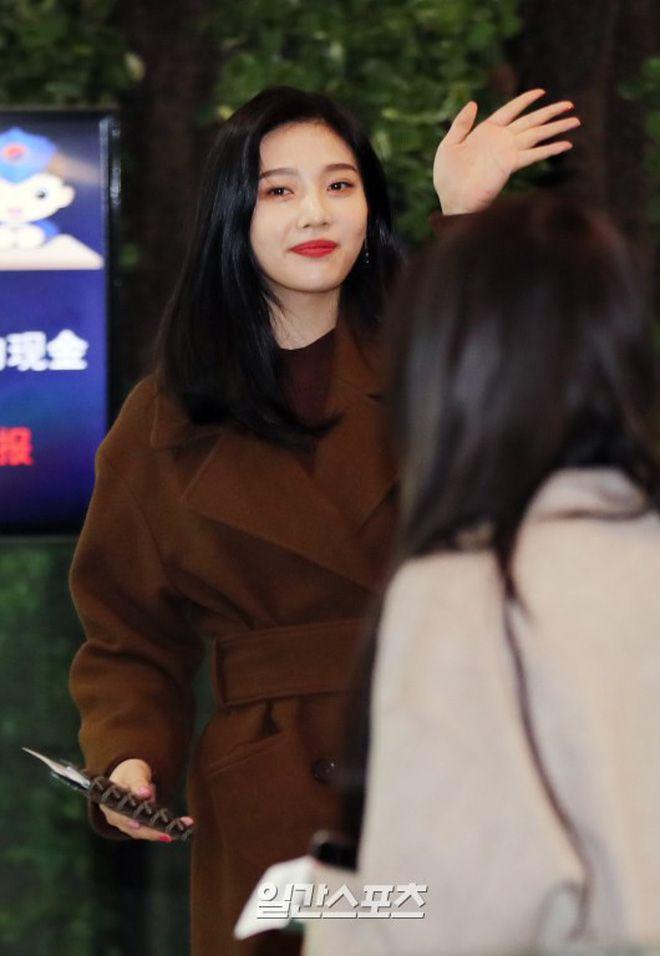 Sân bay Incheon ngày 11/1: Cuộc đổ bộ của Irene, Taeyeon, Dara và BTS 5