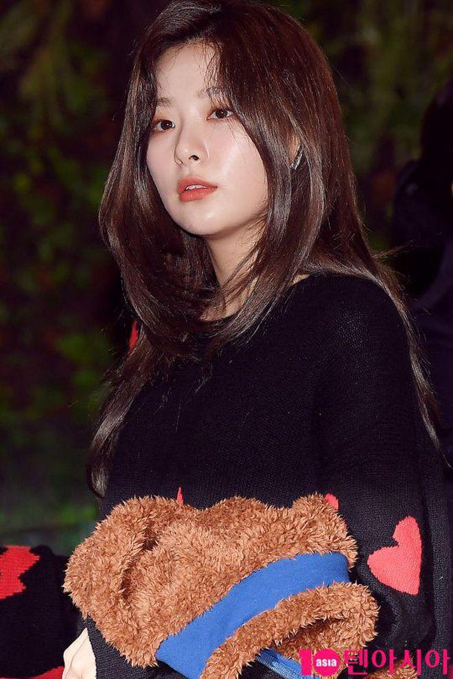 Sân bay Incheon ngày 11/1: Cuộc đổ bộ của Irene, Taeyeon, Dara và BTS 6
