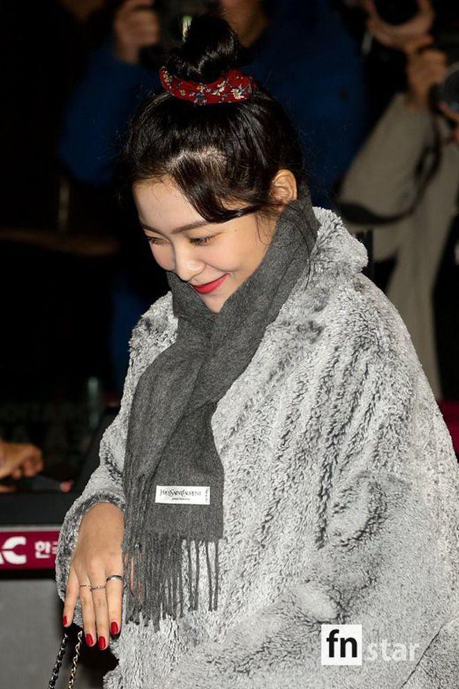 Sân bay Incheon ngày 11/1: Cuộc đổ bộ của Irene, Taeyeon, Dara và BTS 8