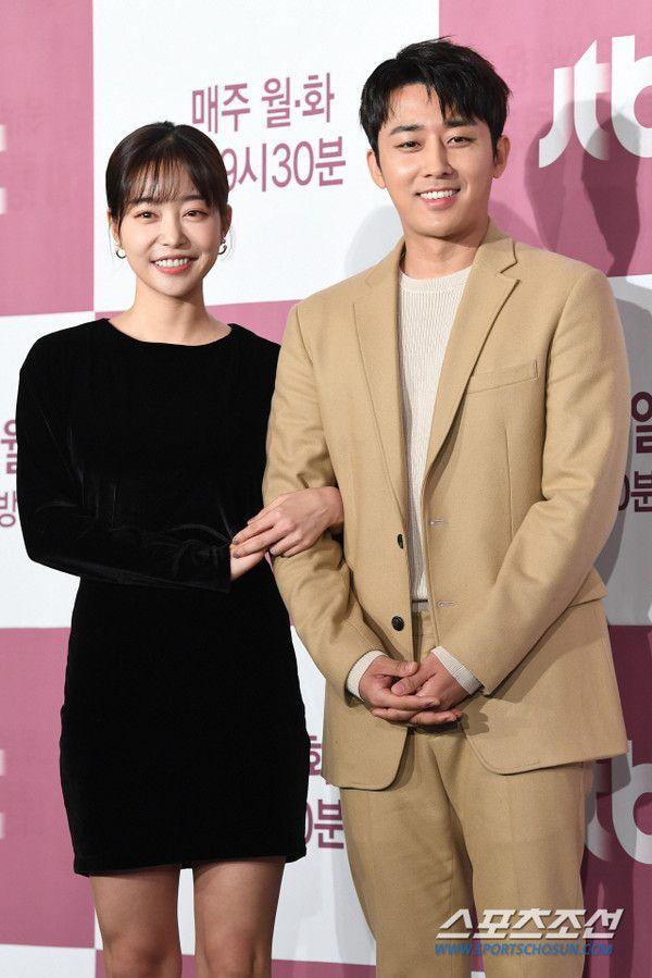 """Họp báo """"Dazzling"""": Sự chênh lệch chiều cao đáng yêu giữa Han Ji Min và Nam Joo Hyuk 16"""