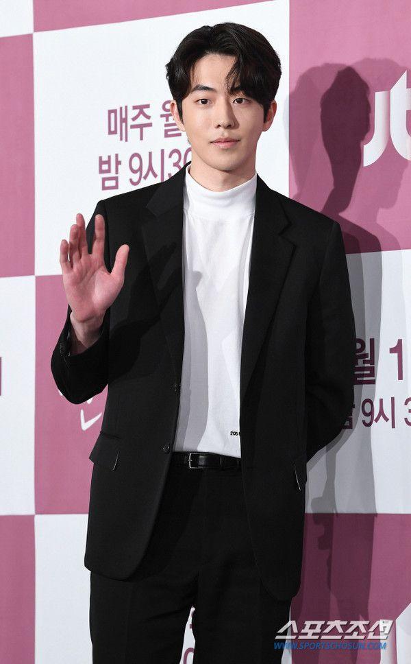 """Họp báo """"Dazzling"""": Sự chênh lệch chiều cao đáng yêu giữa Han Ji Min và Nam Joo Hyuk 9"""