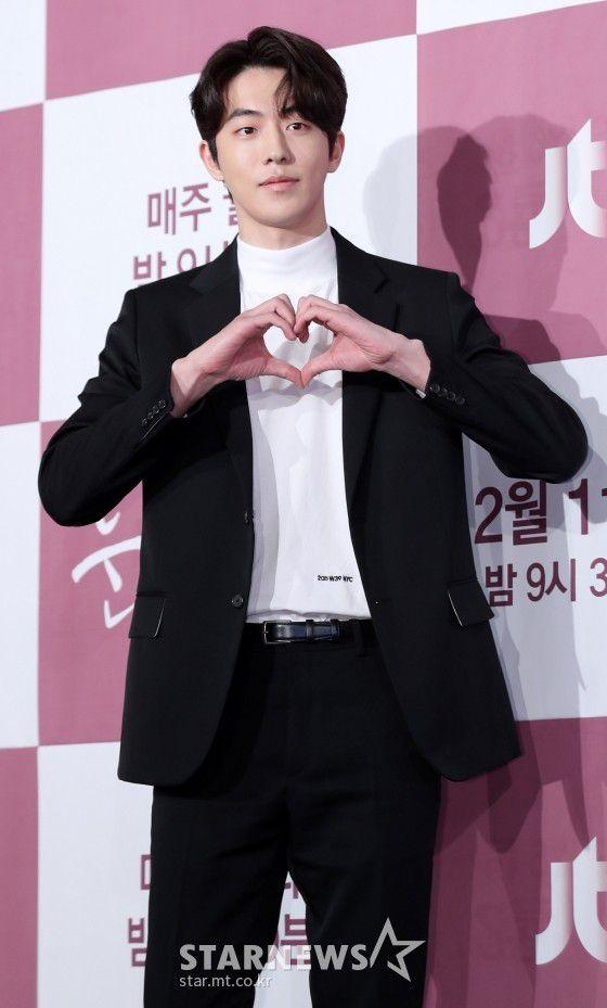 """Họp báo """"Dazzling"""": Sự chênh lệch chiều cao đáng yêu giữa Han Ji Min và Nam Joo Hyuk 10"""