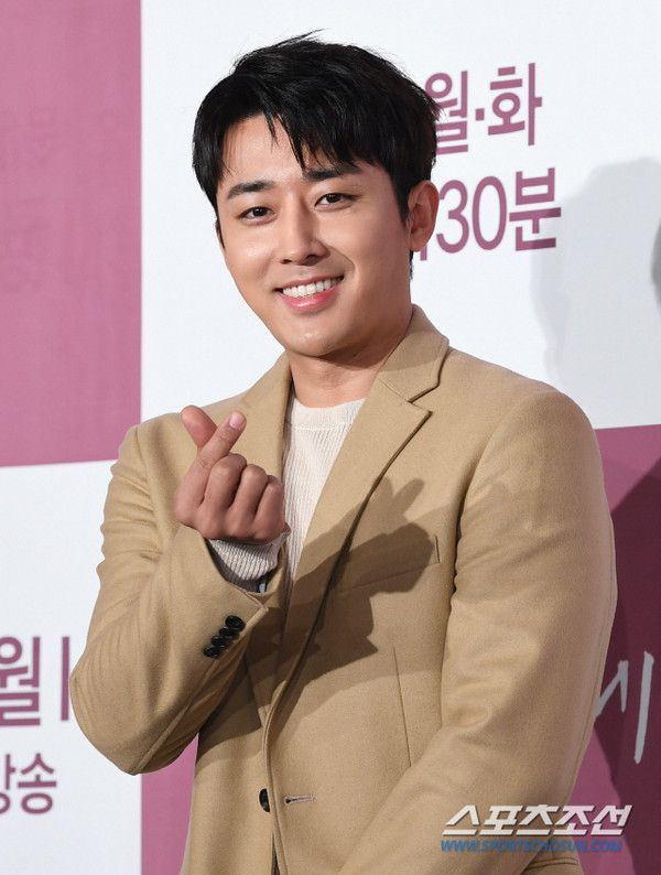 """Họp báo """"Dazzling"""": Sự chênh lệch chiều cao đáng yêu giữa Han Ji Min và Nam Joo Hyuk 13"""