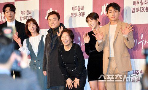 """Họp báo """"Dazzling"""": Sự chênh lệch chiều cao đáng yêu giữa Han Ji Min và Nam Joo Hyuk 25"""