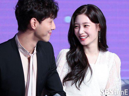 """Họp báo """"My First First Love"""": Chae Yeon, Ji Soo, Kang Tae Oh đẹp thế! 10"""