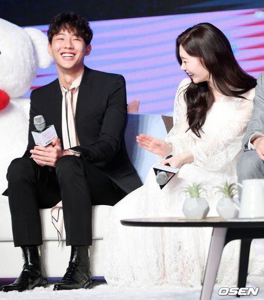 """Họp báo """"My First First Love"""": Chae Yeon, Ji Soo, Kang Tae Oh đẹp thế! 9"""