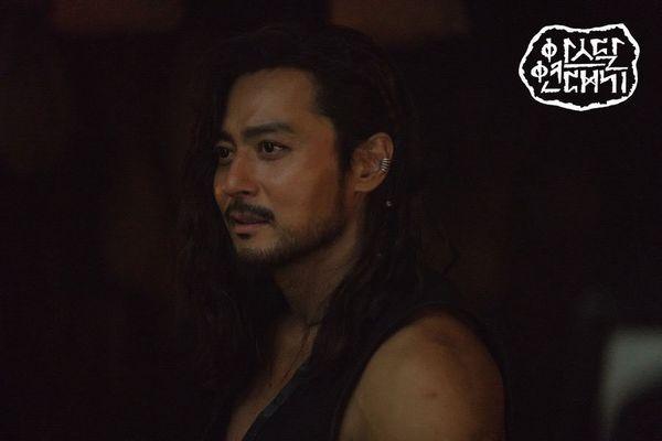 """""""Arthdal Chronicles"""" tung tạo hình nhân vật dũng mãnh của Jang Dong Gun 1"""